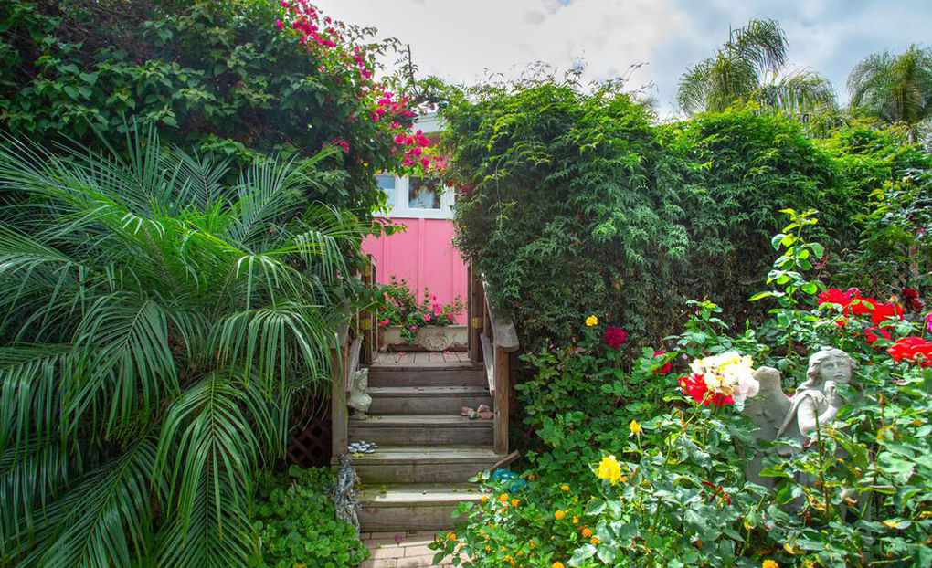 Betsey Johnson Lists $2 Million Mobile Home